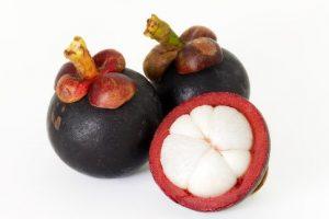 Mangostane, für die Creme die Schale, für den Bauch das Fruchtfleisch